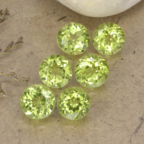 Lively Green Peridot Gem - 0.4ct Round Facet (ID: 489717)