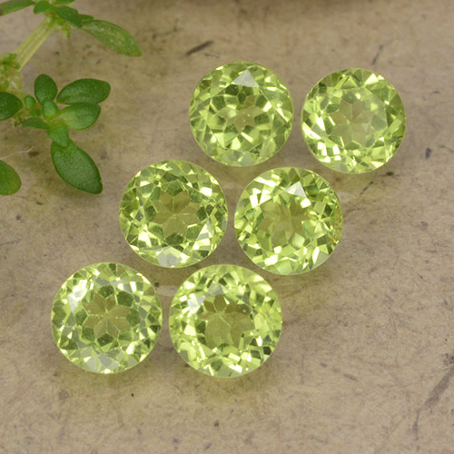 Light Lively Green 橄榄石 Gem - 0.5ct 圆形切面 (ID: 489718)