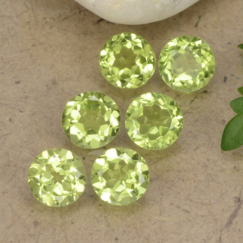 Lively Green Peridot Gem - 0.4ct Round Facet (ID: 489720)