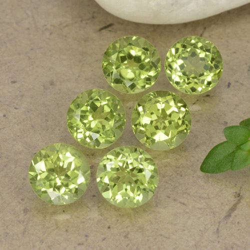 Lively Green Peridot Gem - 0.5ct Round Facet (ID: 489723)