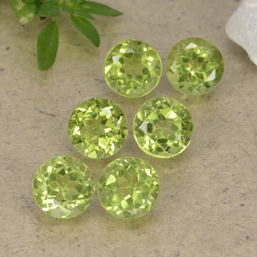 Lively Green Peridot Gem - 0.4ct Round Facet (ID: 489734)