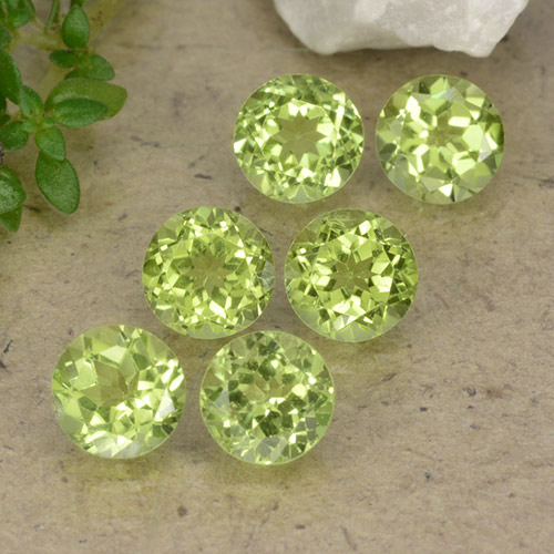 Lively Green Peridot Gem - 0.4ct Round Facet (ID: 489735)