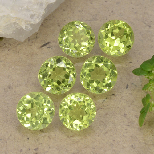 Lively Green Peridot Gem - 0.4ct Round Facet (ID: 489738)