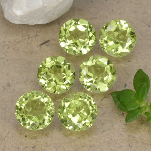 Lively Green Peridot Gem - 0.4ct Round Facet (ID: 489744)