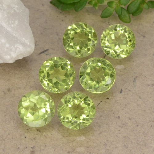 Lively Green Peridot Gem - 0.4ct Round Facet (ID: 489745)