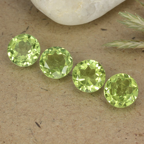 Light Lively Green 橄榄石 Gem - 0.8ct 圆形切面 (ID: 490430)