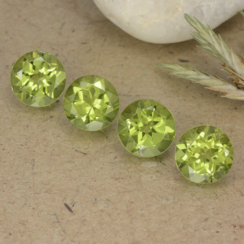 Light Green Peridot Gem - 0.8ct Round Facet (ID: 490431)