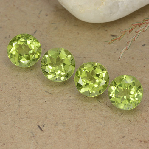 Lively Green Peridot Gem - 0.8ct Round Facet (ID: 490432)