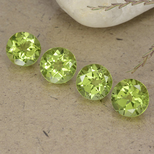 Light Green Peridot Gem - 0.9ct Round Facet (ID: 490435)