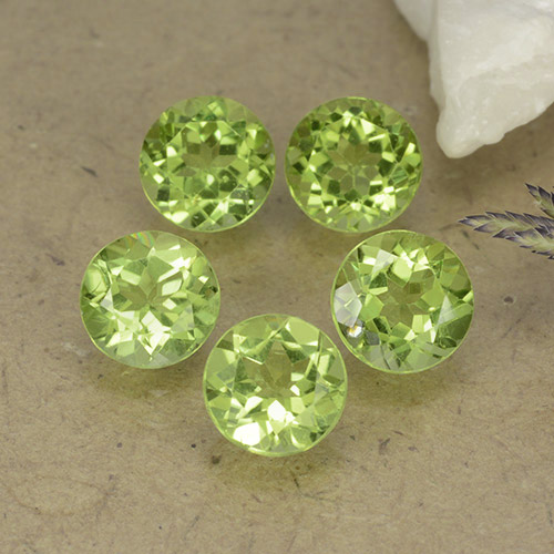 Lively Green Peridot Gem - 0.9ct Round Facet (ID: 490504)