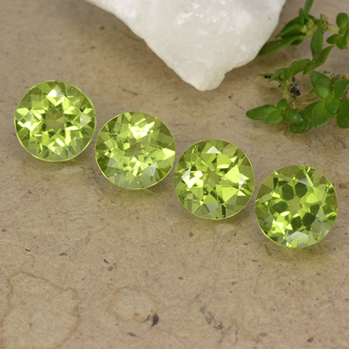 Lively Yellowish Green 橄榄石 Gem - 0.8ct 圆形切面 (ID: 490597)