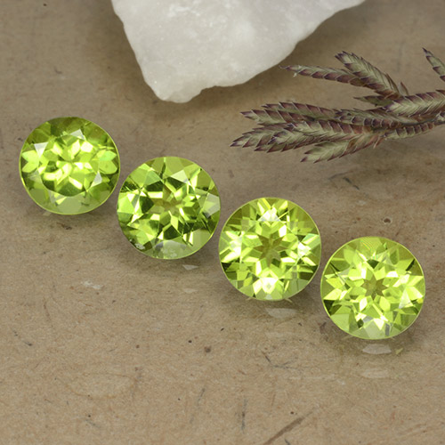 0.8ct Round Facet Lively Green Peridot Gem (ID: 490780)