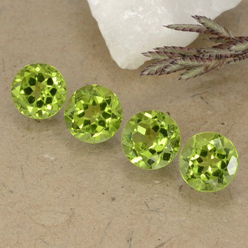 Lively Green Peridot Gem - 1ct Round Facet (ID: 490782)