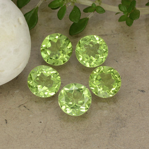 Lively Green Peridot Gem - 0.8ct Round Facet (ID: 490909)