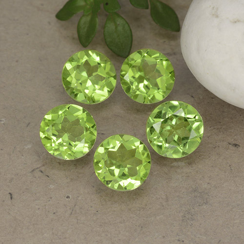 Lively Green Peridot Gem - 0.8ct Round Facet (ID: 490912)