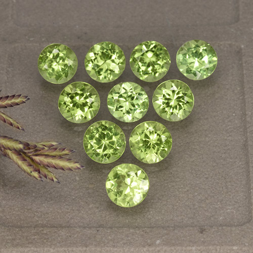 Lively Green Peridot Gem - 0.4ct Round Facet (ID: 491030)