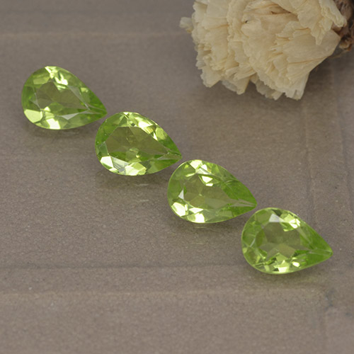 0.7ct Pear Facet Light Lively Green Peridot Gem (ID: 497233)