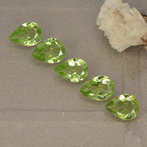 0.6ct Pear Facet Light Lively Green Peridot Gem (ID: 497238)