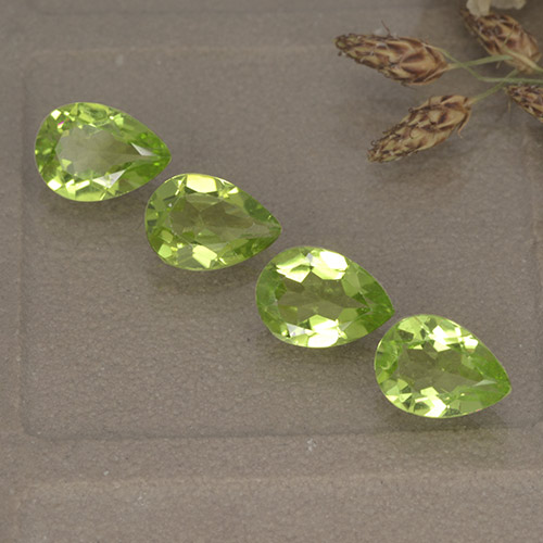 0.8ct Pear Facet Lively Green Peridot Gem (ID: 497265)