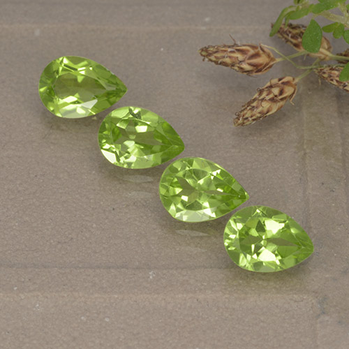 Lively Green Peridot Gem - 0.8ct Pear Facet (ID: 497270)