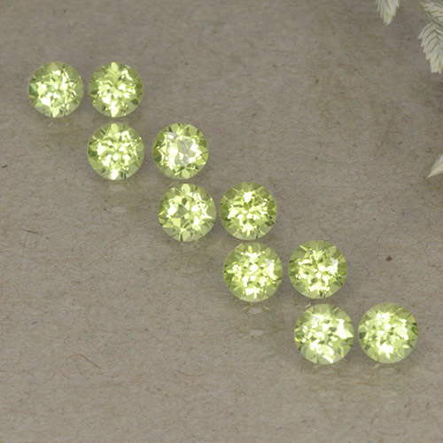 Lively Green Peridot Gem - 0.1ct Round Facet (ID: 498238)