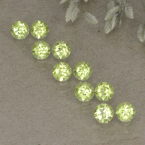 Pale Lime Green Peridot Gem - 0.1ct Round Facet (ID: 498244)