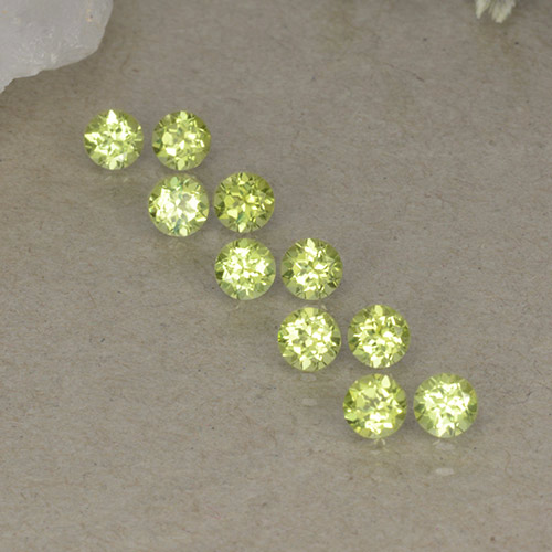 Lively Green Peridot Gem - 0.1ct Round Facet (ID: 498247)