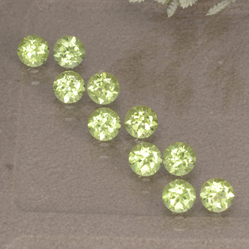 Lively Green Peridot Gem - 0.1ct Round Facet (ID: 498525)