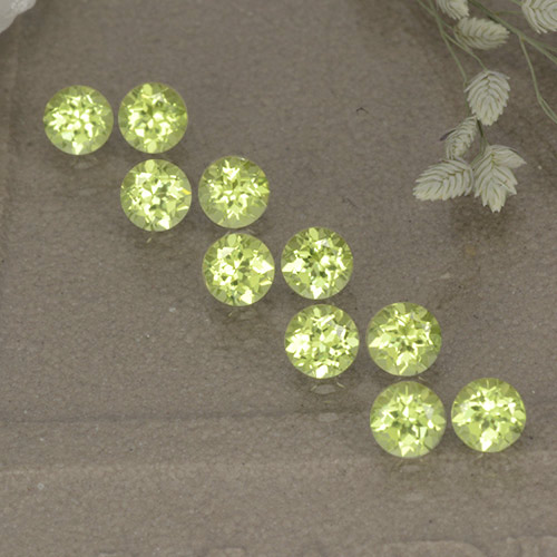 Lively Green Peridot Gem - 0.1ct Round Facet (ID: 498533)