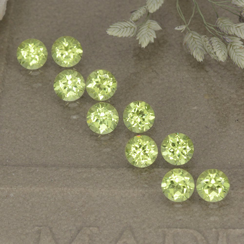Lively Green Peridot Gem - 0.1ct Round Facet (ID: 498535)