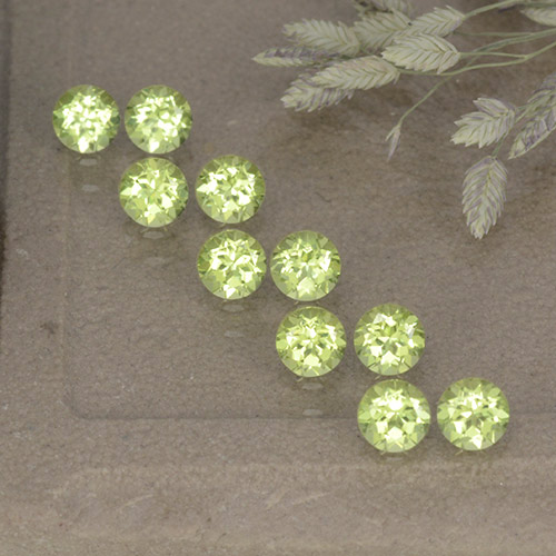 Lively Green Peridot Gem - 0.1ct Round Facet (ID: 498541)
