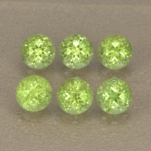 Lively Green Peridot Gem - 0.3ct Round Facet (ID: 499983)
