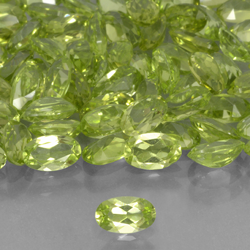 Lively Green Peridot Gem - 0.2ct Oval Facet (ID: 503311)