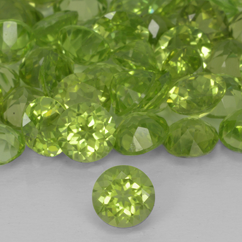 Lively Green Peridot Gem - 0.5ct Round Facet (ID: 503721)