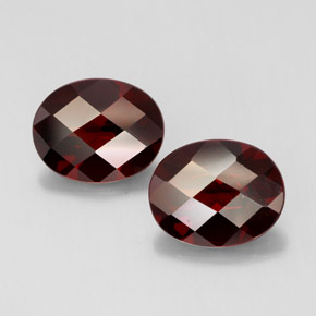 Buy 6.17 ct Deep Red Pyrope Garnet 10.07 mm x 8 mm from GemSelect (Product ID: 314887)