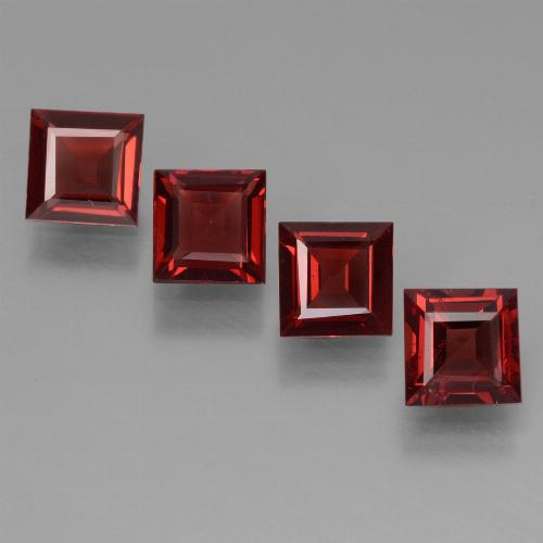 Deep Blood Red Granate Piropo Gema - 0.6ct Corte cuadrado step (ID: 450940)