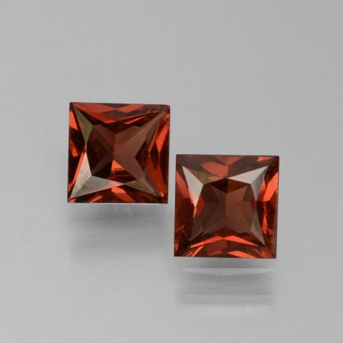 Medium Red Pyrope Garnet Gem - 0.7ct Princess-Cut (ID: 451065)