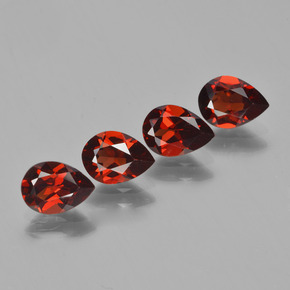 Buy 3.11 ct Red Pyrope Garnet 6.88 mm x 5.1 mm from GemSelect (Product ID: 453042)
