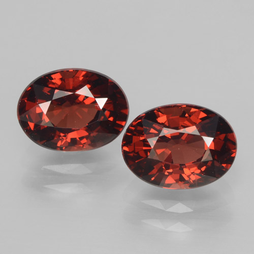 Buy 3.43 ct Red Pyrope Garnet 7.89 mm x 5.9 mm from GemSelect (Product ID: 465993)