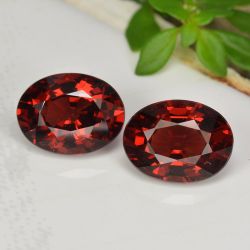 1.7ct Oval Facet Red Pyrope Garnet Gem (ID: 466028)