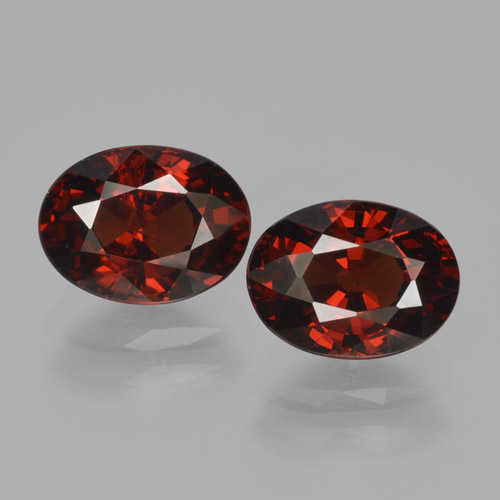 Deep Red Pyrope Garnet Gem - 1.7ct Oval Facet (ID: 466151)