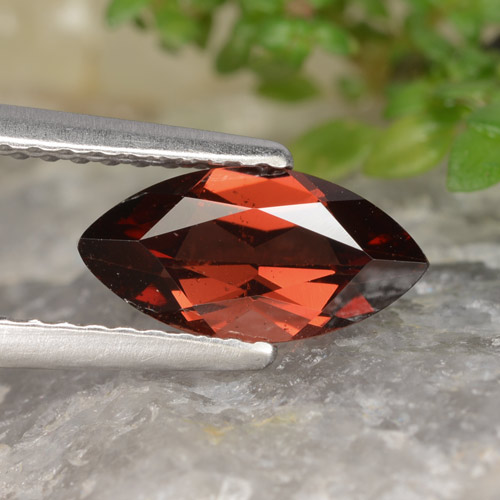 Medium Red Granate Piropo Gema - 1.2ct Forma marquesa (ID: 478938)