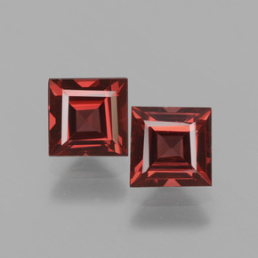 Deep Red Rhodolite Garnet Gem - 0.8ct Square Facet (ID: 431324)