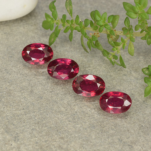 Pink Red Ruby Gem - 0.7ct Oval Facet (ID: 481716)