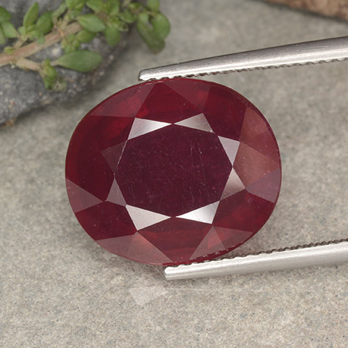 Red Ruby Gem - 13.3ct Oval Facet (ID: 495272)