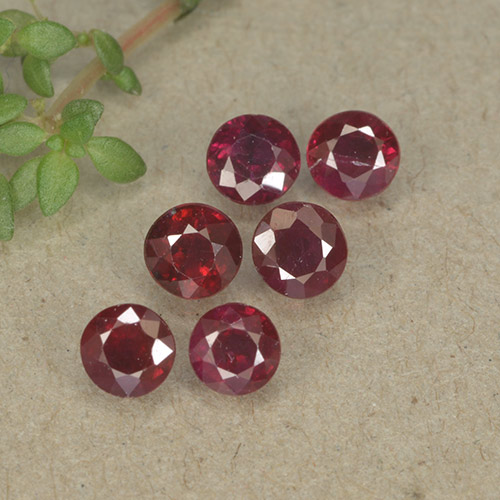 Pinkish Red Ruby Gem - 0.3ct Round Facet (ID: 495588)