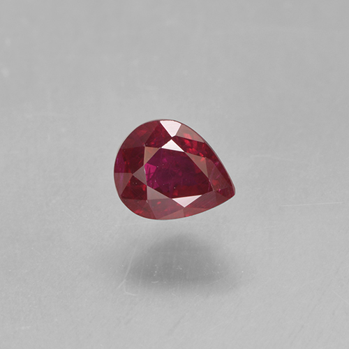 Bright Red Rubino Gem - 0.5ct Sfaccettatura a pera (ID: 501836)