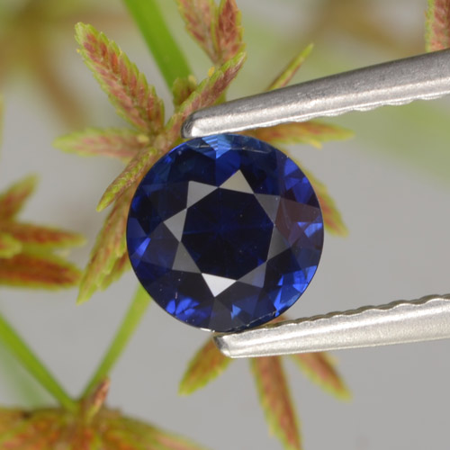 0.7ct Diamond-Cut Dark Blue Sapphire Gem (ID: 449704)