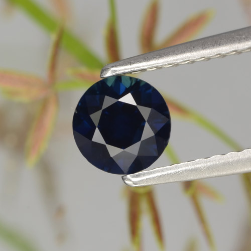 0.7ct Diamond-Cut Dark Blue Sapphire Gem (ID: 449860)