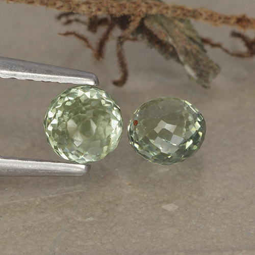 Yellowish Green Sapphire Gem - 0.6ct Round Mixed-Cut (ID: 496553)